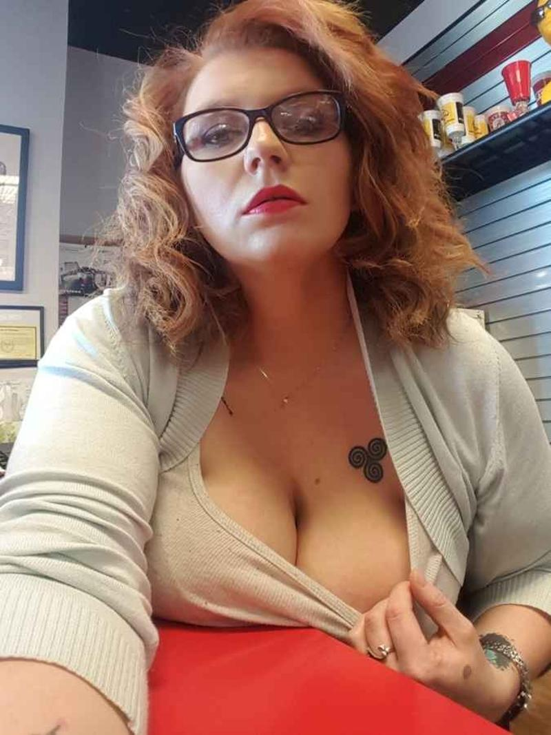 🔵╪🔵Divorced older woman👉 Looking for pusssy eater🔵╪🔵