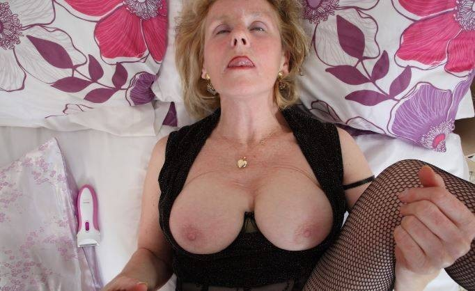 💕💕 Divorced older woman 💕 👉 💕 Looking for pusssy eater 💕💕
