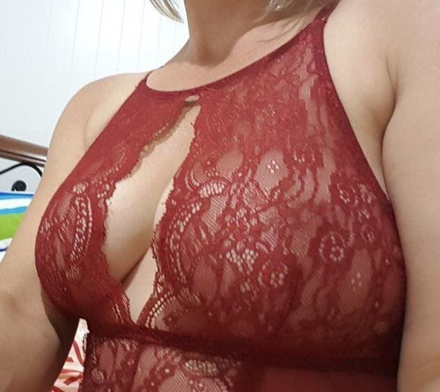 Curvy sexy big boobs natural