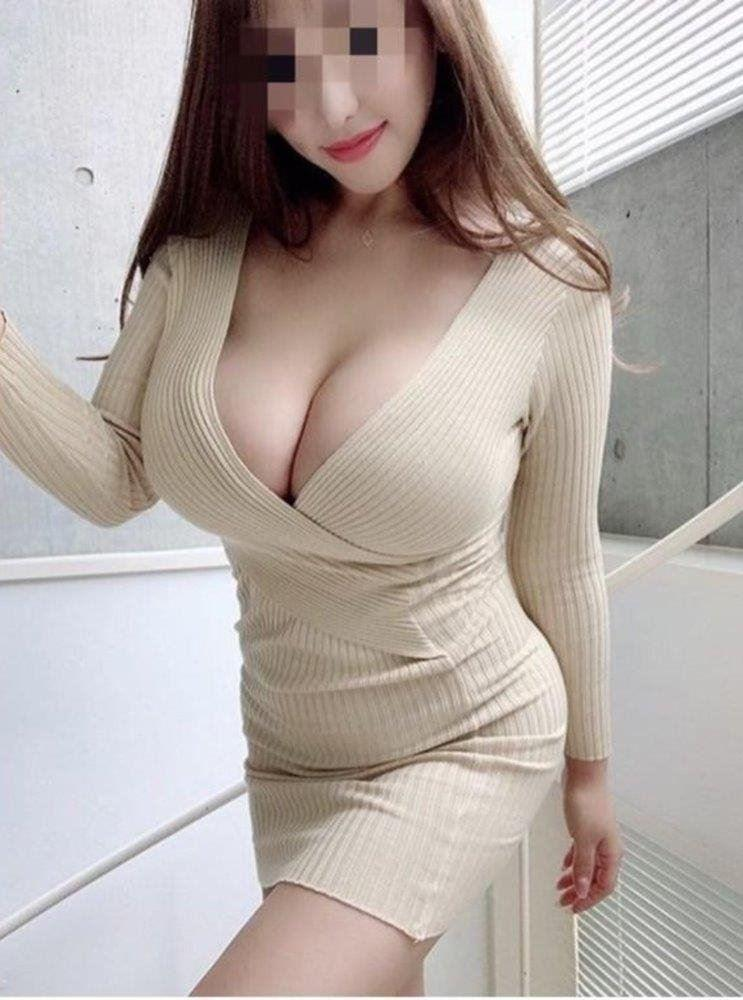 hot Sexy busty 22yo girl new to Cairns....