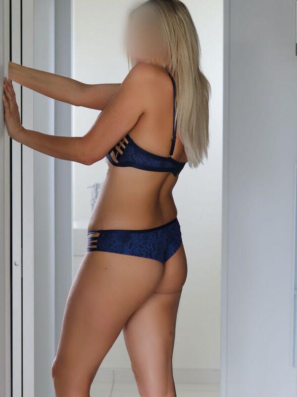 ChloeTall, leggy, tanned blonde!