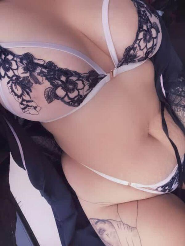 Hazel MayCurvy, squirty, naughty, kinky. I can make all your fantasys come true.