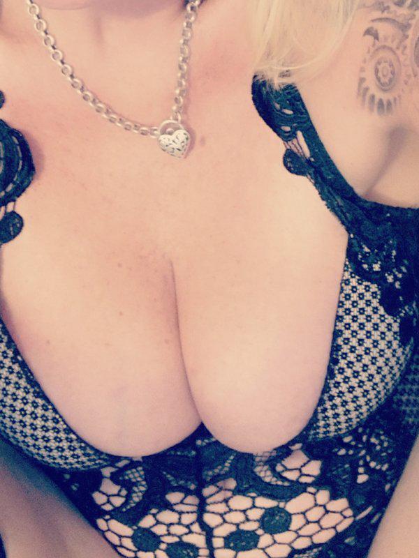 StephanieTreat your self to a hot Australian MILF!!