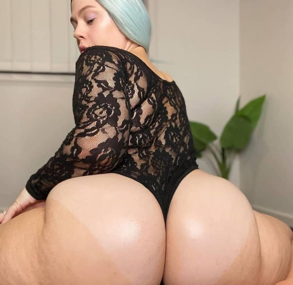JUICY BOOTY GIRL IN THE CITY PLACE YOUR BOOKING NOW!!!