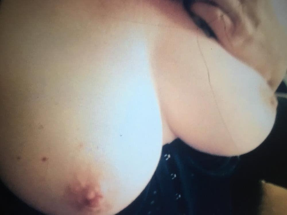 Aussie squirting, anal babe