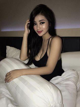 Pretty & Sexy NEW School Girl in TOWN