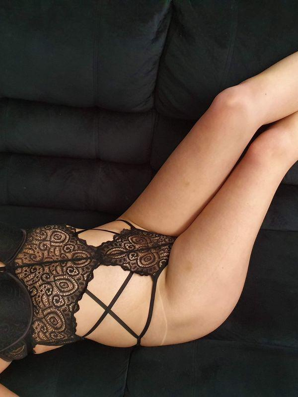 Blondeholly (23)Wet and horny waiting to meet you x