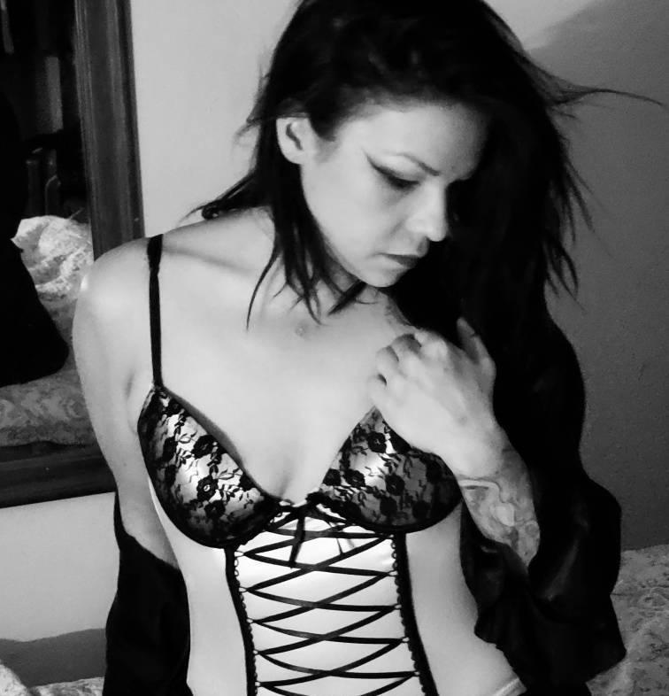 ☆NIKKiTA,~ 23 brunette in PICKERING ☆tatted wet&wild