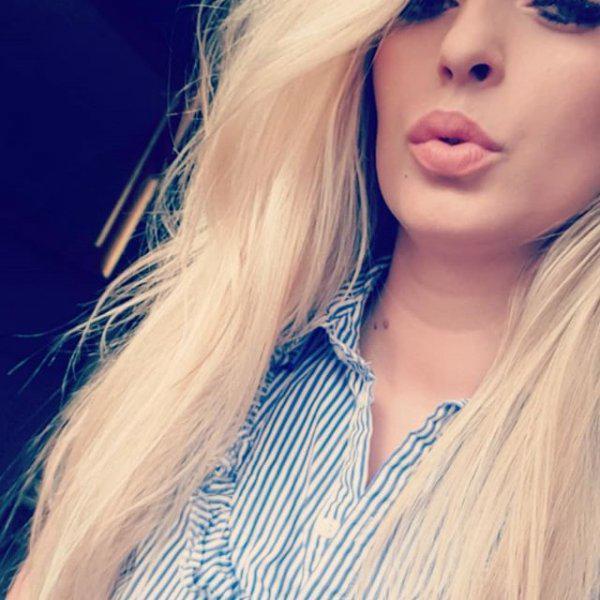 Amazing beautiful Blonde!! Click here!!!!