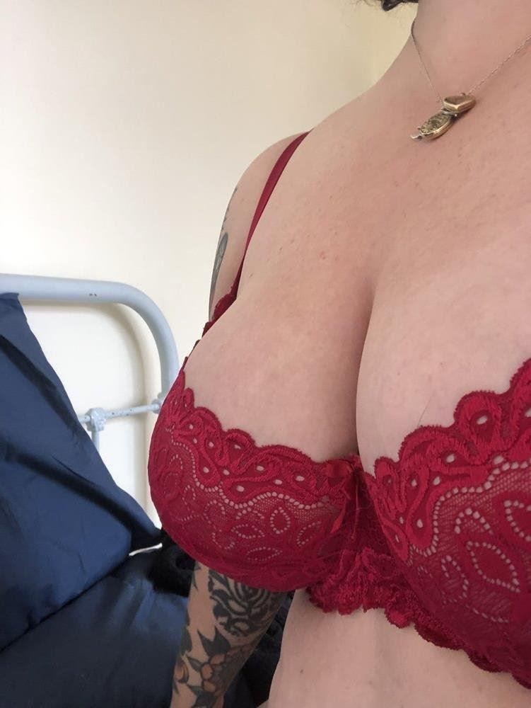 Sexy, experienced voluptuous BBW waiting for you