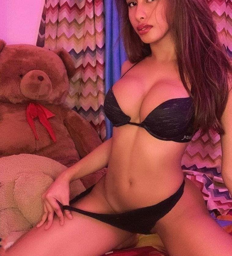 Sexy Girl ,21yo,Slim and Busty ,good personality, top service ,new to surfers