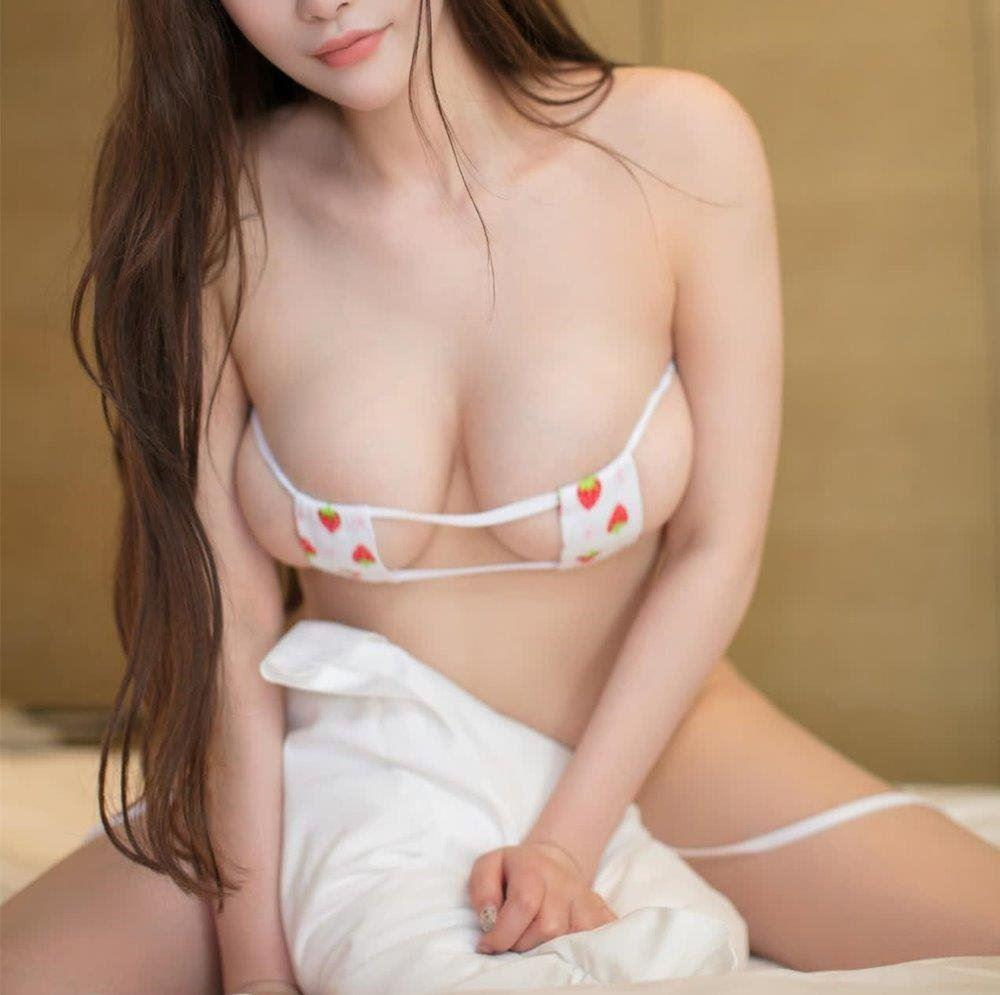 Horny Sexy Girl arrive to there