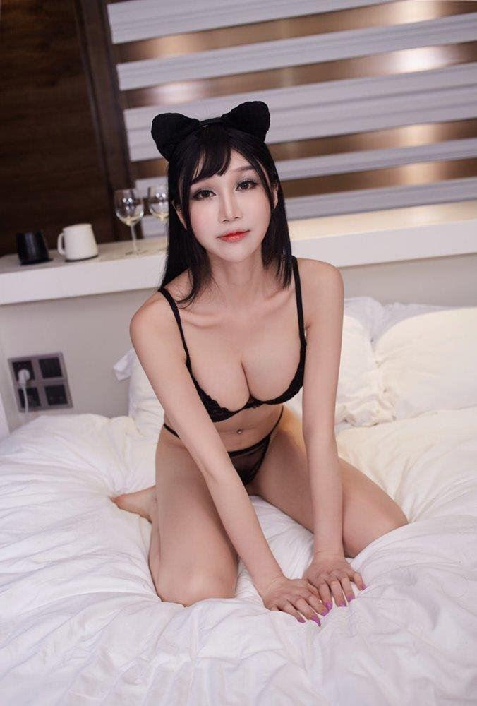 Cairns New to town Asian babe please ring to ask