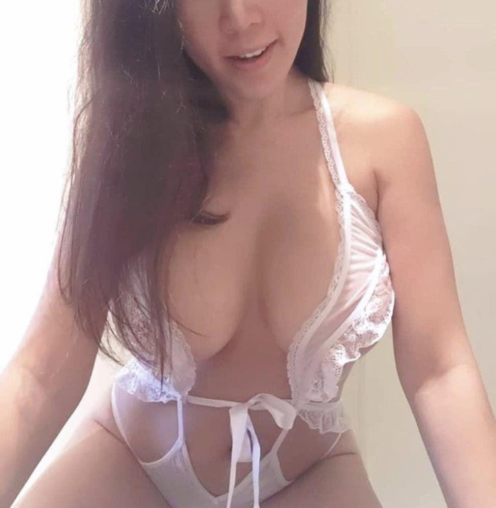 Real Busty Mature DD cup big boobs lady, providing GFE, FFM Long hours booking