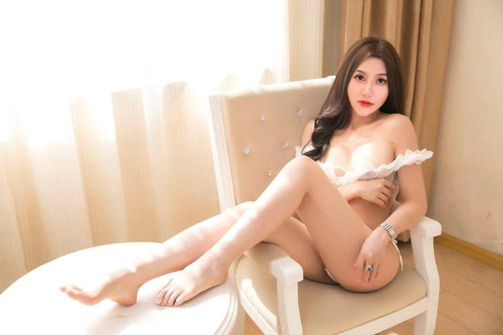 NEW HOT Babe! Fun Naughty & Sexy GFE French Kissing