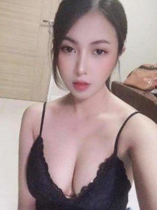 Hot sexy Mixed young girl here