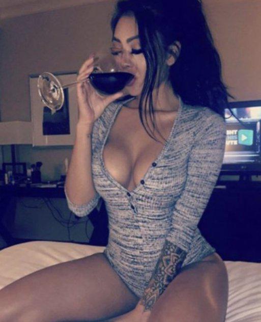 Pretty face pretty body Latinas do it better