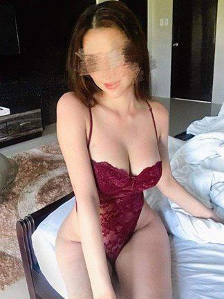 Wanna play with my big tits, 🥰Fuck my pussy deeply 🥳?? xx Text me and lets have some fun!!