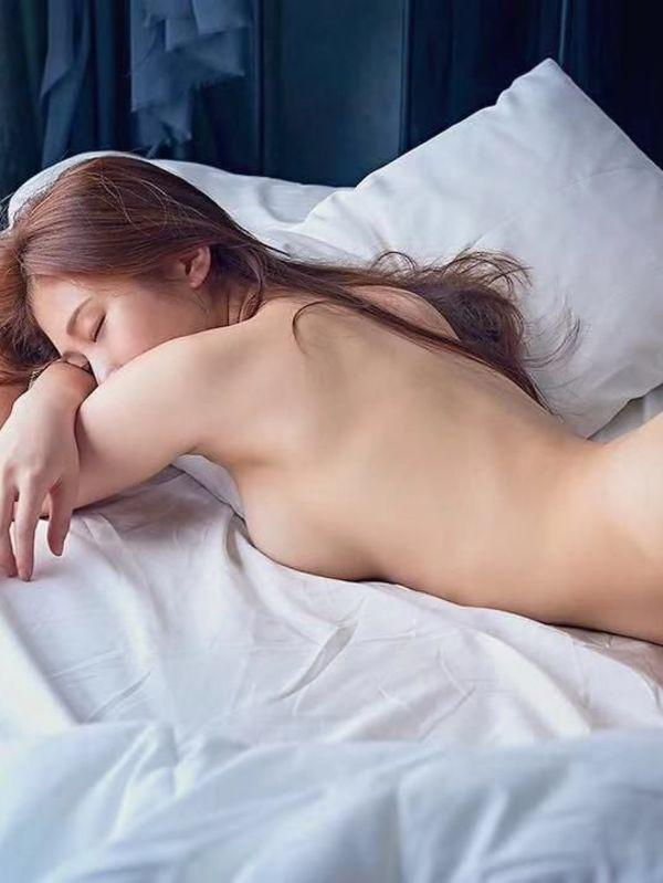 MollyPretty Asian girl with silky smooth Skin