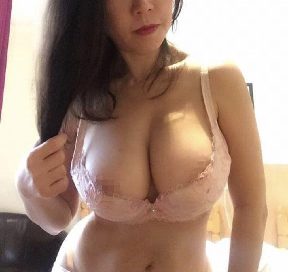 Real Busty Mature DD cup big boobs lady, providing GFE, Natural, Long hours booking