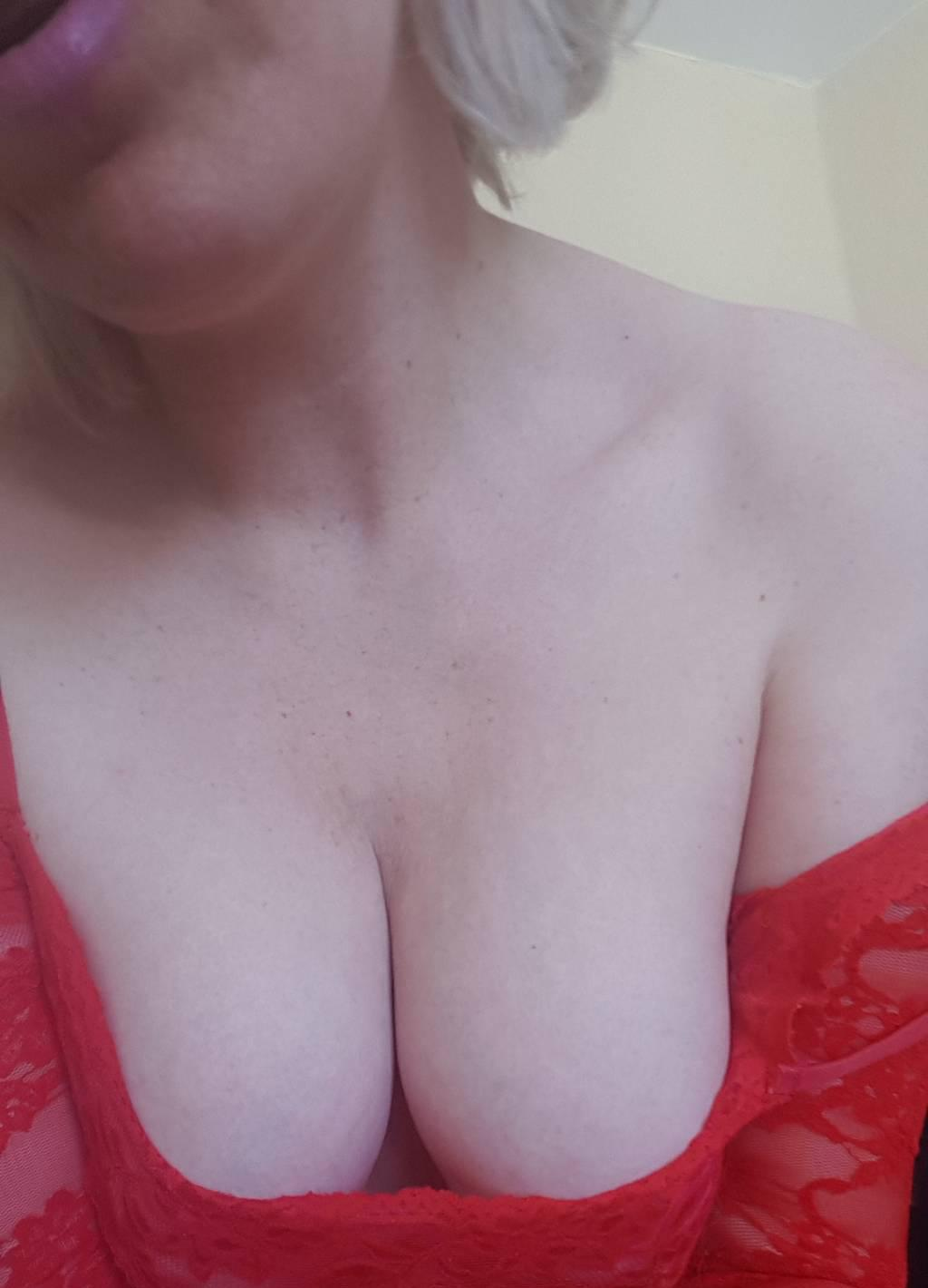 140hh 240hr. 35+ Please! For The Mature Gentleman. Xoxo