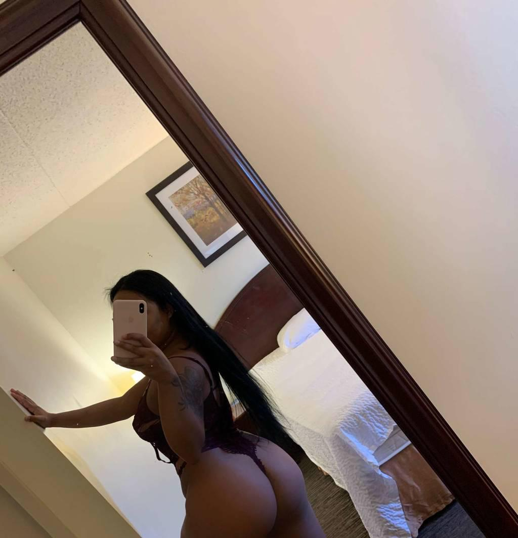 slim thick and freak asian , slide in ! lets party all night
