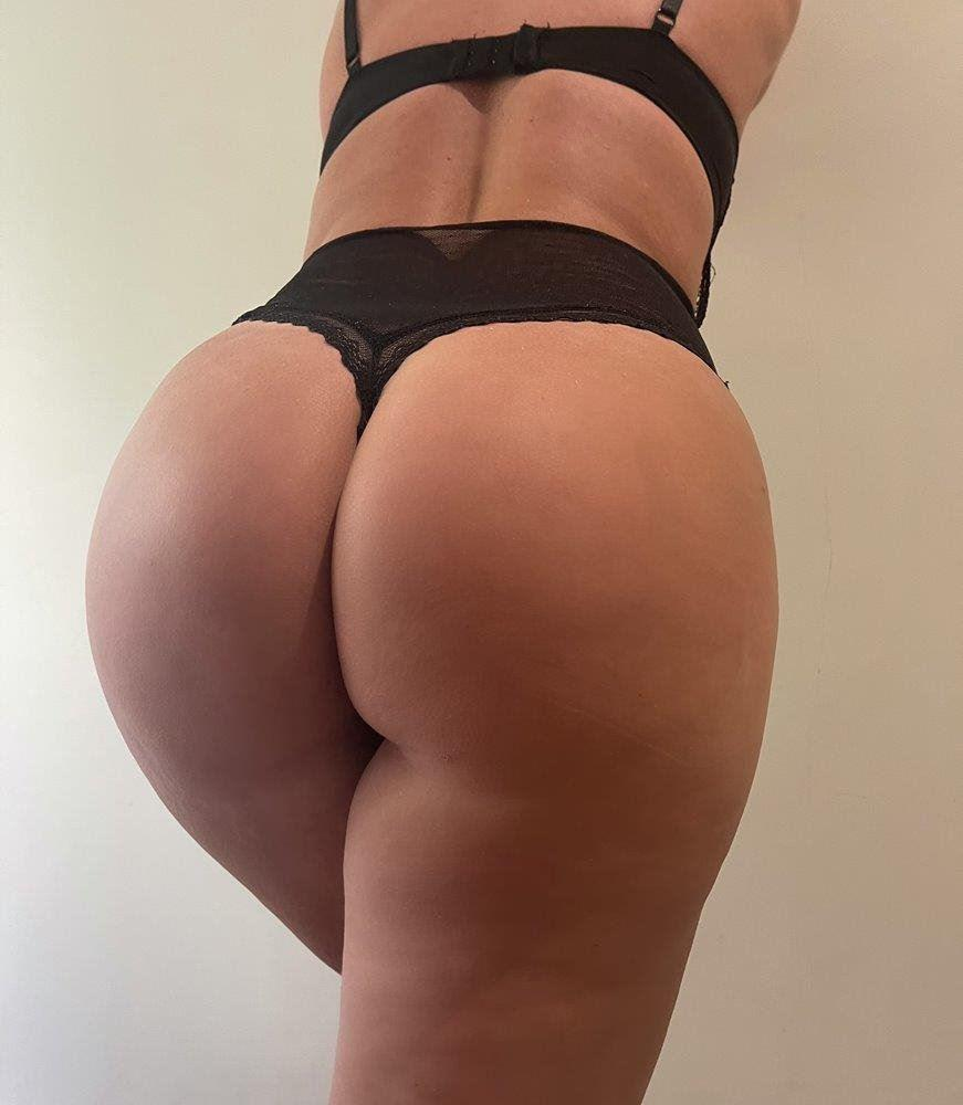 Natural DD boobs, big ass and European. What are you waiting for?