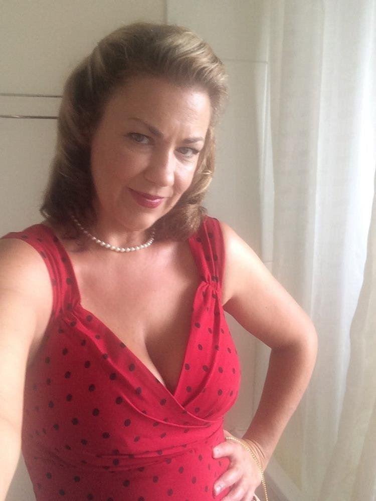 Meet Sarah... Elegant and Experienced