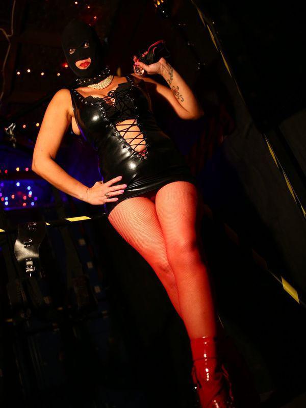 Mistress Dark AngelExotic,Intriguing Dominatrix