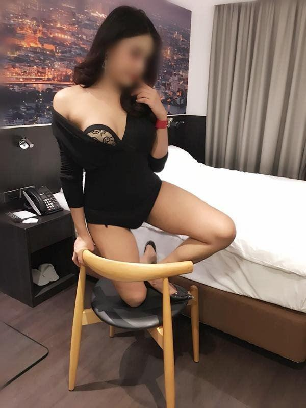 Super hot Japanese girl NEW IN TOWN