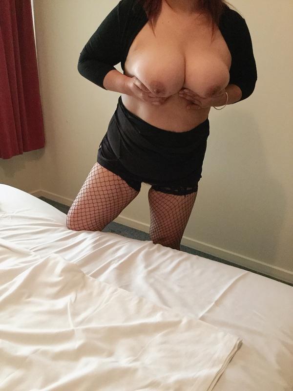 Asian DeedaWelcome to my big boobs