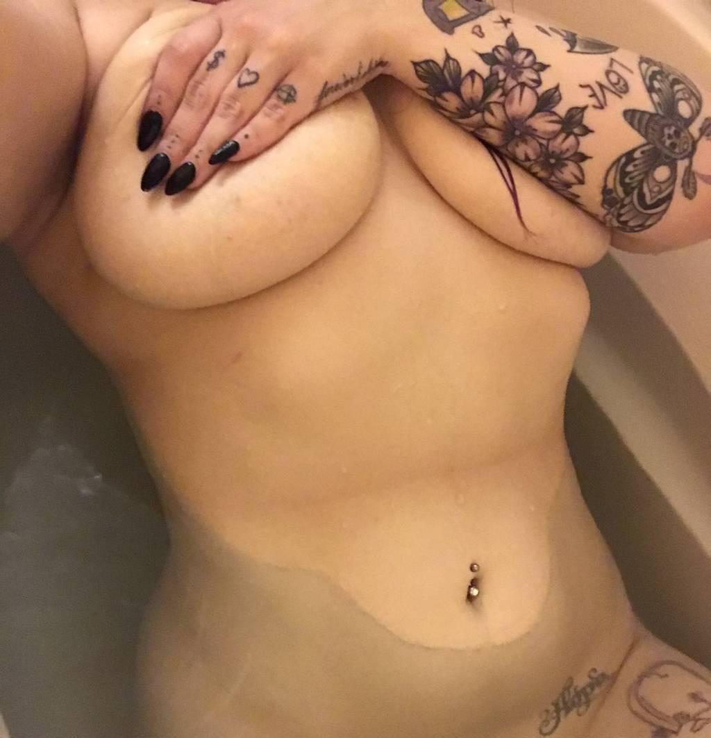 Curvy, Sweet & Bubbly Babe Waiting to Please...