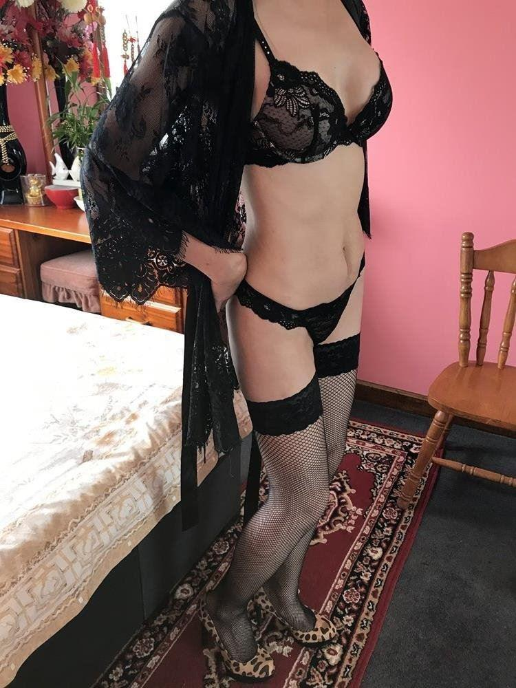 Attractive Asian Lady New to Town