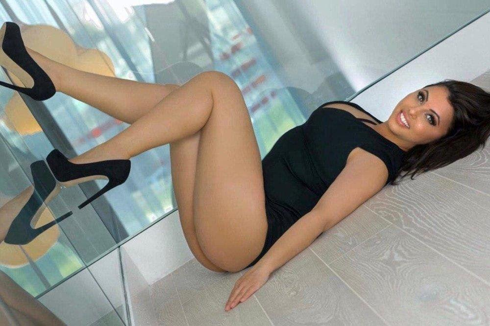 I am verry attractive and sexy, whit a firm natural and sweet body