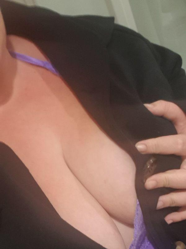 HannaCurvylous E boobs