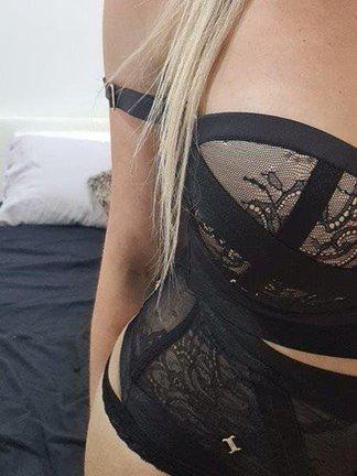 Blonde Aussie Bombshell 💋
