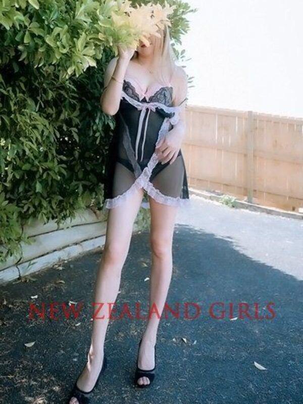 JenniferSweet and long-legged beauties