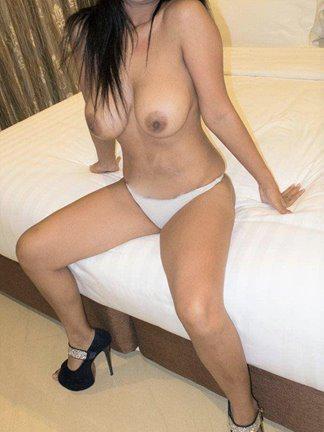 ----)) 0 Malaysian Sheila named SANDYyyyy MASSIVE 40DD (. )(. ) on a HOT Body NOT Fat (Size 8)..Re